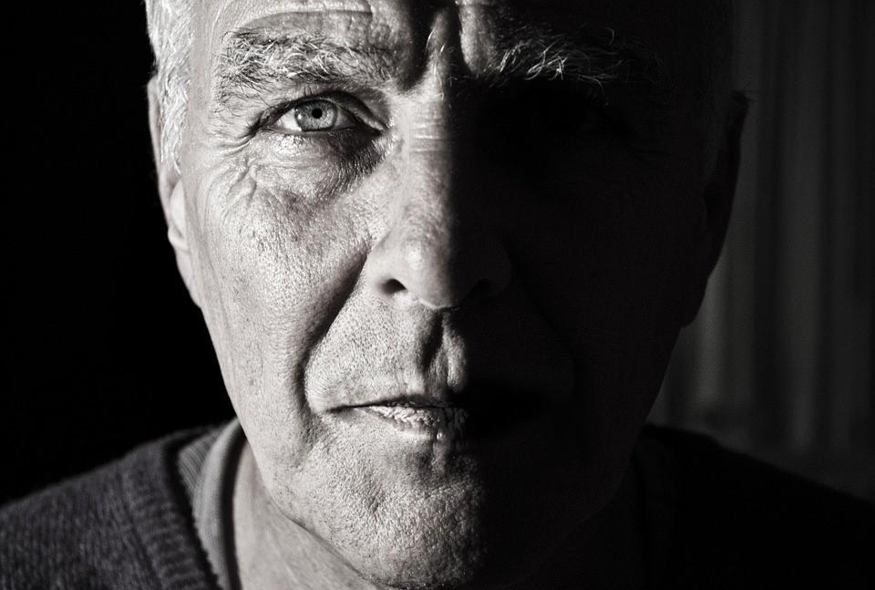 Göz testleri Alzheimer hastalığını doğru tahmin edebilir mi?