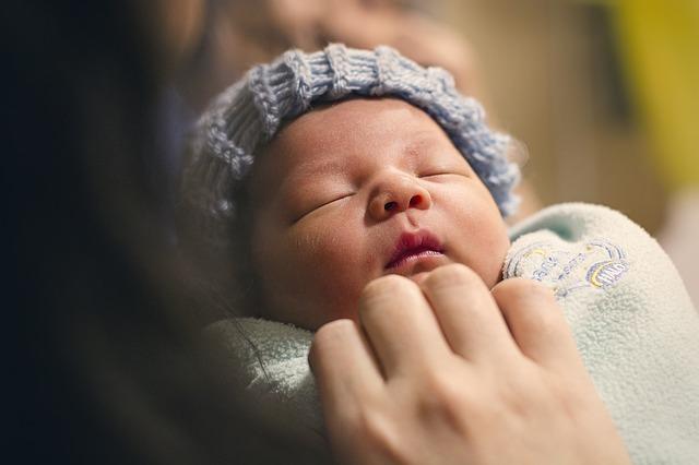Bebeğim Kusuyor Ne Yapmalıyım? İşte Yapmanız Gerekenler