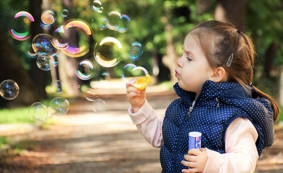 Yaz Döneminde Çalışan Anneler için Çocuk Bakımı Konusunda İpuçları