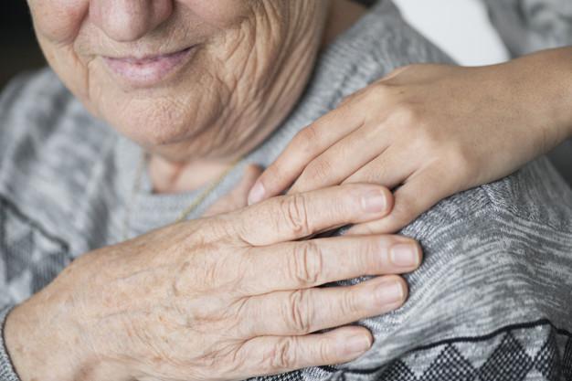 korona virüse karşı yaşlı bakımı